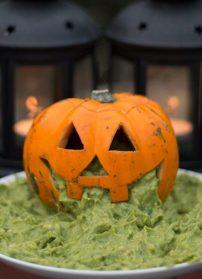 Halloween-kurpitsa ja guacamole